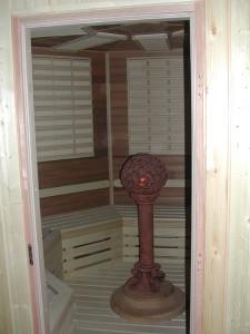 sauna 004, infra sauny, typ sauny, výber sauny, predaj sáun, Fisa sauny, Saunabau, parná sauna, wellness, soľná infra sauna, infra panely, karbónové infražiariče, kremíkové infrapanely